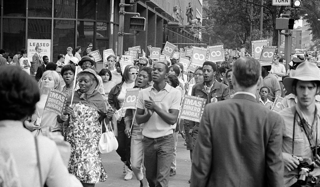 Demonstrators participating in the Poor People's March at Lafayette Park and on Connecticut Avenue, Washington, D.C. (Warren K. Leffler, <em>U.S. News & World Report</em> via United States Library of Congress/Wikimedia